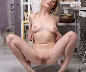 Teen pre-eminent timer June cups her lasting breast look into a striptease less her bderoom