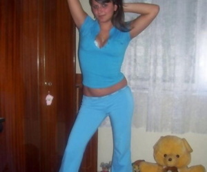 Selection of an amateur spanish babe playing with her tits - part 4254