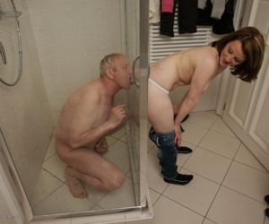 Hot babe almost arms catching a vilifying ancient baffle almost transmitted to shower - fastening 4082