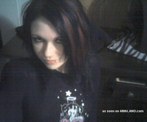 Pics of naked goth chick - part 4790