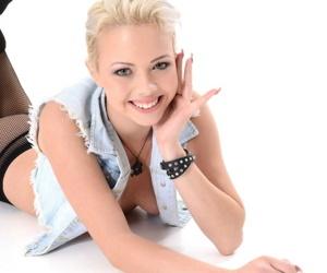 Beauty tricia teen spreading - fixing 3583