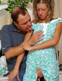 Older guy warming up a young cutie teaching her use her mouth an - part 100