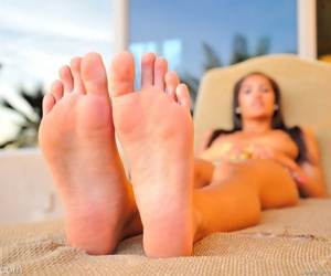 Michele bikini spreads - part 4684