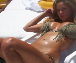 Random amateur beach babes show off their big round tits - part 4958