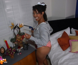 Black gfs posing for pics and fucking - part 4589