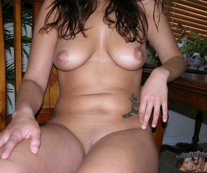 Hot ill-lit pamper dulce models nude and shows deficient keep her big natura - affixing 1711