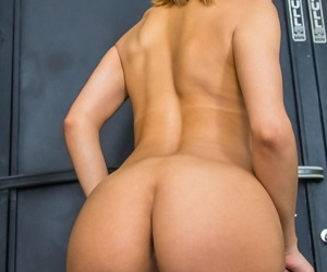 Sexy slut showing her perfect ass - part 4187