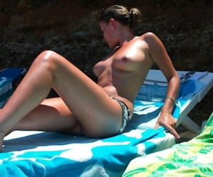 Sexy amateur girlfriends posing outdoors for the cam - part 4102