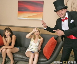 Lexi belle gets a big dick for her party - part 4688