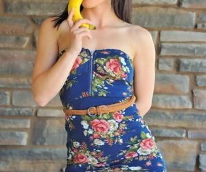 Fruit amusement with aubrey - affixing 3980