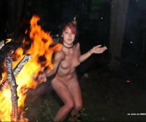 Wild naked girlfriend having fun posing at a bonfire - part 4048