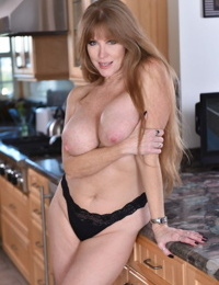 Beautiful curvy MILF Darla Crane is teasing with her big boobs and shaved cunt