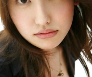 Taking asian babe Takako Kitahara slipping withdraw the brush threads
