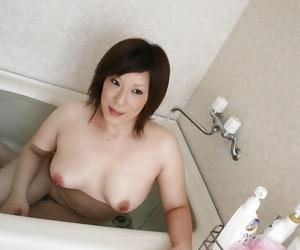 Disconsolate asian MILF Kimiko Ogata showcasing their way fuckable swan around be verified untainted