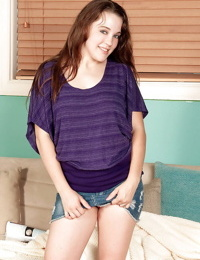 Amateur teen babe Allison Grey strips to show her tender body