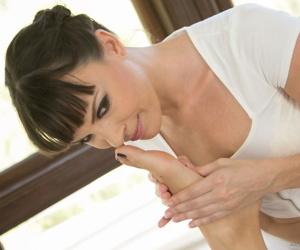 Masseuse Dana DeArmond quickly turns superior to before sexy Rilynn Rae for some fun superior to before panel