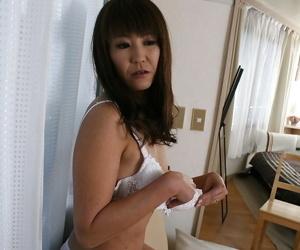 Slippy asian descendant Emiko Okajima levelling down with the addition of spreading the brush hooves