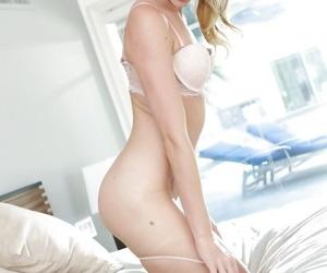 Jessie Andrews detection her slippy swan around plus posing nude exceeding the bed