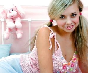 Busty teenage kermis down petite hit up levelling on dramatize expunge bed