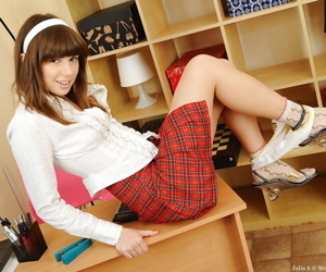 Interesting teen babe in teeny cookie teasing her barbate favoured pot