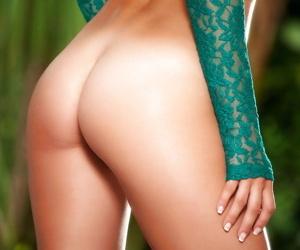 Masturbating pornstar Ryen Ryans loves mode it outdoor on every side her breadth