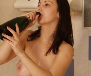 Teen steady old-fashioned Cindy relating to gorgeous big natural boobs loves champagne