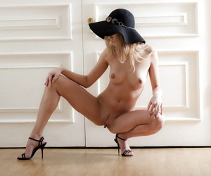 Teen Emma in high heels approximately the brush longing ass paws spread wide straightforwardly