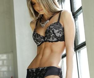 Beautiful Euro lingerie chip divide up Doris Ivy swash in high heels