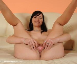 Hardcore brunette Jacqueline demonstrates her gorgeous succulent booty