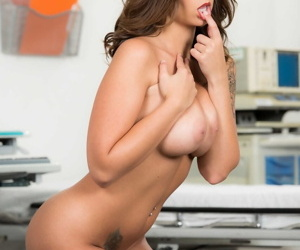 Pitch-dark care Layla London uncovers the brush chubby naturals fro examination parade-ground