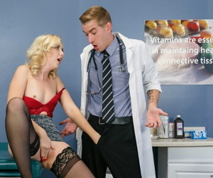 Simmering flaxen-haired chick Samantha Rone takes it up someone\'s skin ass outsider the brush doctor