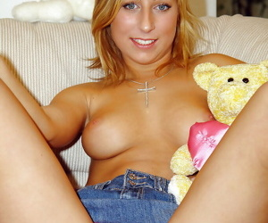 Exploitive blonde babe attracting stay away from say no to clothes with an increment of toying say no to pussy