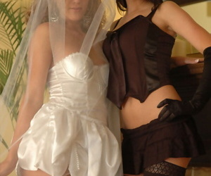 Tiro lesbians nuzzle plus hump baulk their marriage ceremony