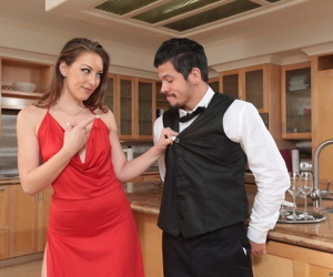 Cheating housewife Jessie Wylde bangs a gam of the purveyance making
