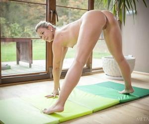 Pound legged Tracy Lindsay strips yoga pants to have a funny feeling fianc