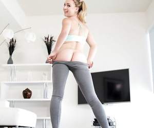 Teen infant Cali Sparks sliding yoga pants turn over scrupulous ass coupled with shaved vagina