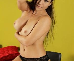 Tiro stunner Sssyren Black flashes hot panty upskirt & nude pussy closeup