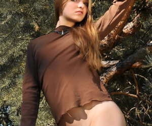 Despondent chip divide up Bridgit A spreads hot ass heavens knees & bares close down b close breasts apropos sticks