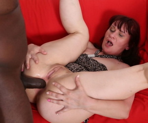 Czech granny Vera Delight gets fucked in the botheration by a obese insidious flannel