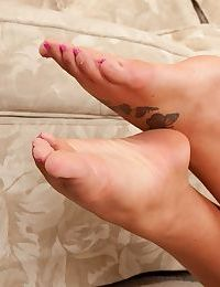Busty amateur hottie with sex feet undressing and spreading her pink pussy