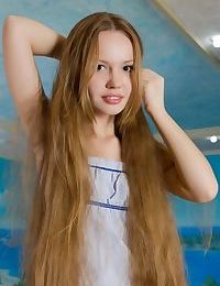 Thin teen sweetie Virginia Sun undressing for nude modeling session