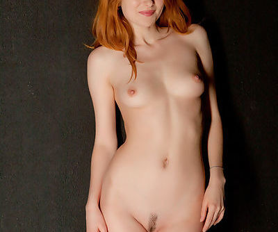 Ravishing ginger hottie with a cute butt Daria shows off her wet pussy