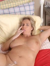 Cock starved mature BBW Wanda is a plump slut that craves deep fucking