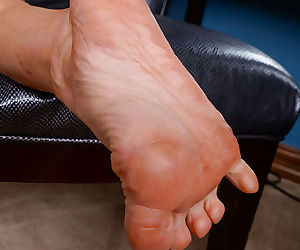 MILF Portia Harlow spreading toes and vagina wearing flannel shirt