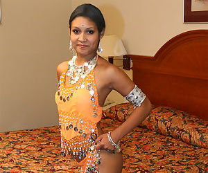 Indian female Dipti flashing her ass and nipples in her bedroom
