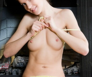 Unconscious of pussy lips on this hot coed unshaded - attaching 1180