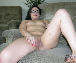 Nude amateur with glasses - affixing 2237